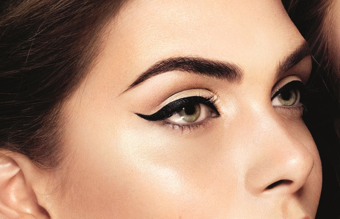 How to apply a perfect winged eyeliner for beginners
