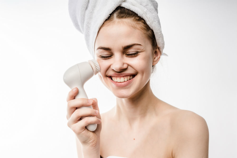 Best Face Brush: Keep Dirt Off of Your Face!