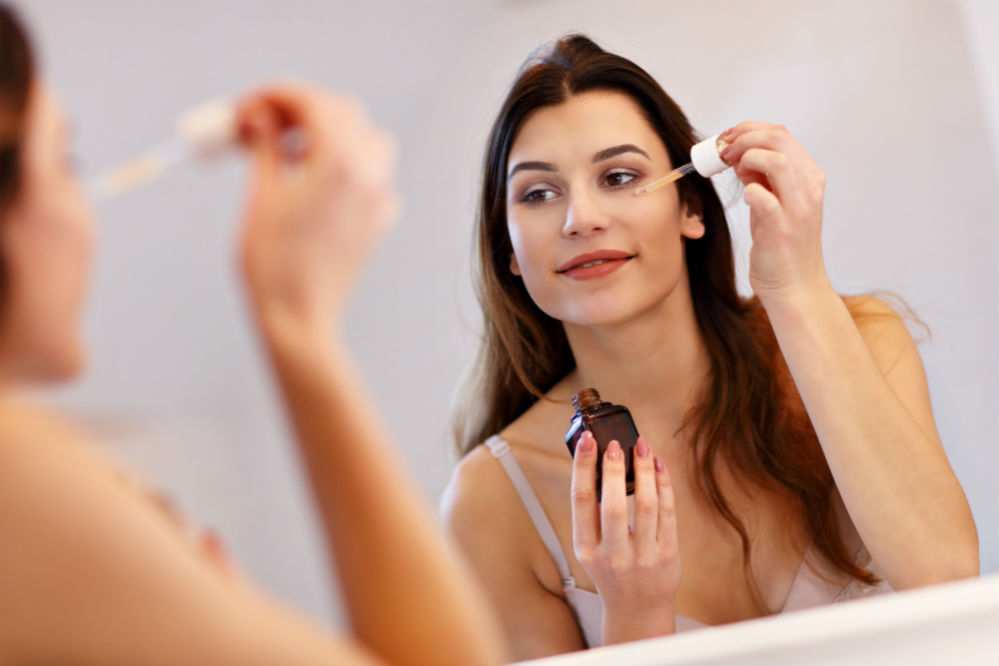 How to Apply Serum on Face: The 5 Easy Steps